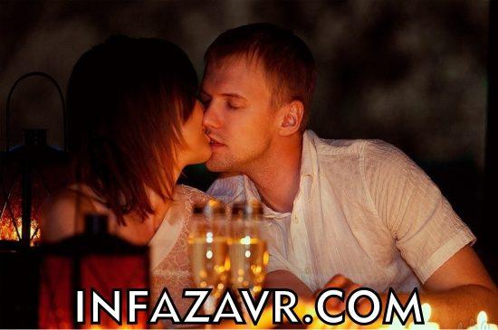 влюбленная пара на романтичном ужине